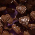 svævende hjerte chokolade med logo